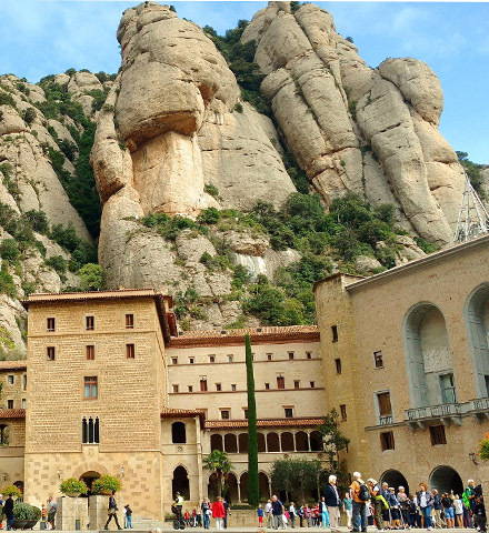 Customised Private Tour of the Monastery of Montserrat (for people with reduced mobility)